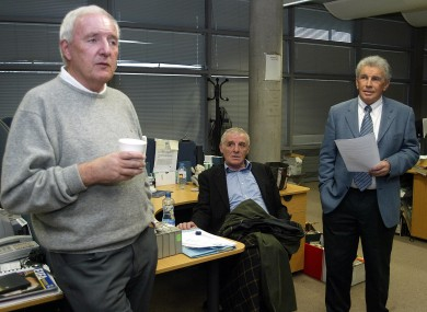 Bill O'Herlihy, Eamon Dunphy and John Giles relaxing in Donnybrook. Wait 'til Roy gets there.