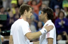 Murray beats the Wimbledon curfew, reaches next round
