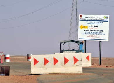 Roadblocks prevent the access of the Tigentourine gas plant where hostages have been kidnapped by islamic militants.