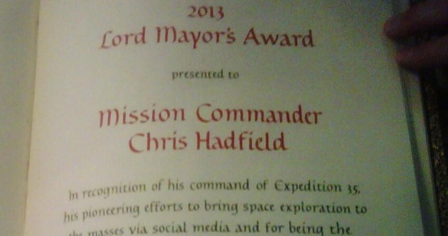 Commander Chris Hadfield got an award for tweeting as Gaeilge