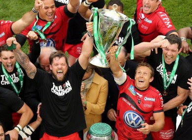 Jonny Wilkinson lifts the Heineken Cup.